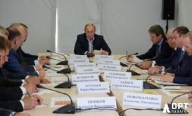 Правительственное совещание в палатке МЧС «Памир-30»